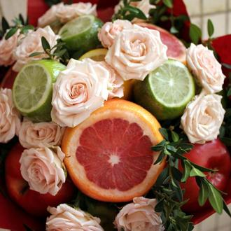 """Букет из фруктов и цветов """"Романтичный"""""""