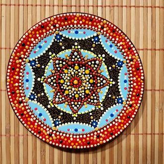 Декоративная деревянная  тарелка с авторской росписью 15 см. Выполнена в технике зентангл дудлинг.