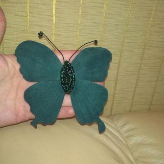 Кожаная бабочка, брошь-заколка из изумрудной кожи