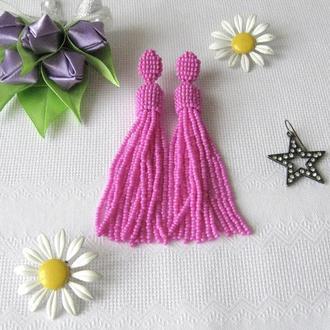 Розовые серьги кисточки из бисера