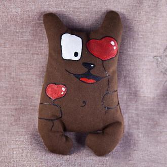 Шоколадный кот Романтик несет шарики