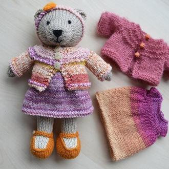 Медвежонок-девочка в платье и кофточке