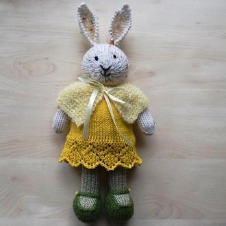 Куколка-зайчик в платье и накидке