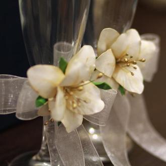 Свадебные бокалы с лилиями
