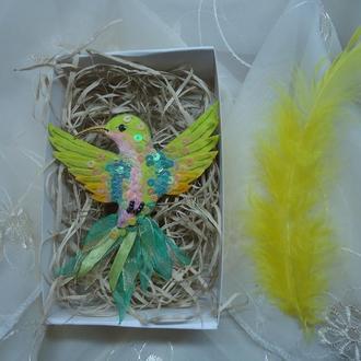 """Текстильная брошь """"Зеленая колибри"""""""