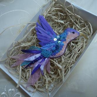 """Текстильная брошь """"Фиолетовый колибри"""""""