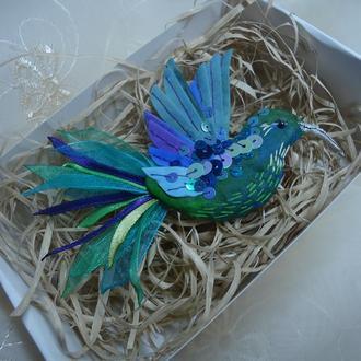 """Текстильна брошка """"Смарагдова пташка"""""""
