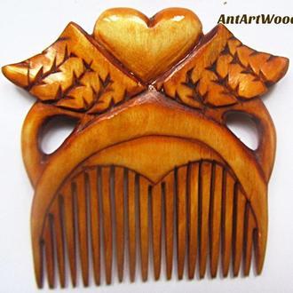 """Гребень для волос деревянный """"На крыльях любви"""""""