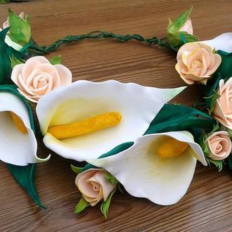 Венок из белых калл и роз