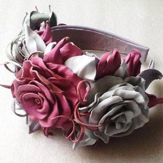 Обруч из кожи с цветами роз