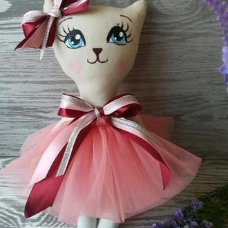 Игрушка кошка в коралловом платье