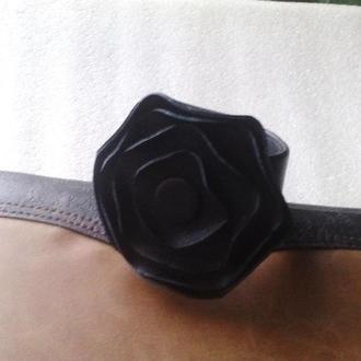 Браслет из кожи с стилизованной розой