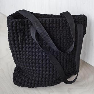 Черная вязаная торбочка из трикотажной пряжи