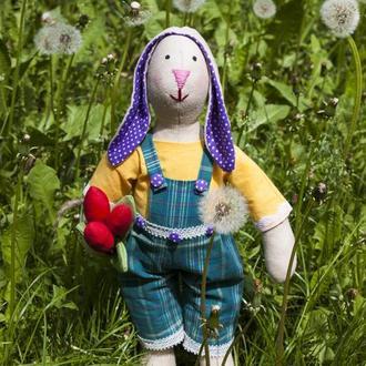 Заяц Тильда с тюльпанами ручной работы