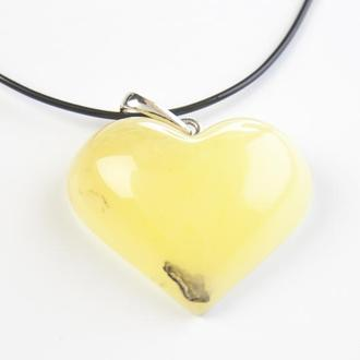 Янтарный кулон в форме сердца