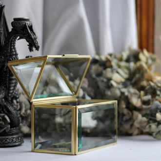 Шкатулка-домик из фацетного стекла в латунном профиле