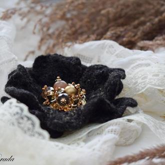 Брошка квітка  чорна ручної роботи валяна із шерсті брошь цветок подарунок подарок брошь цветок
