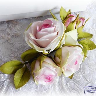 Заколка с бело-розовыми розами и гортензией