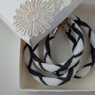 Украшение из бисера черно-белое - колье и браслет