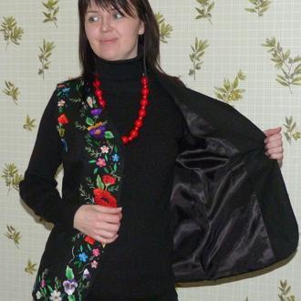 Вышитый шелком женский нарядный жилет