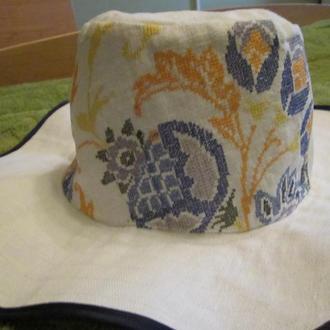 Вышиванка шляпа в ярких тонах