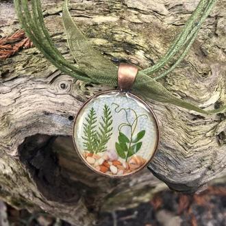 Кулон с лесной полянкой