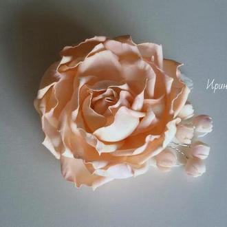 Роза цвет пудра на заколке