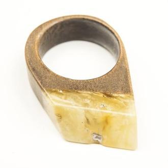 Янтарное кольцо с деревом груши, Размер 17
