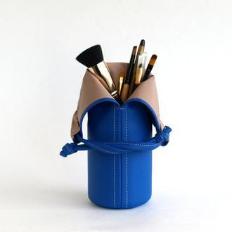 Ярко-синяя подставка под кисти / Синяя косметичка