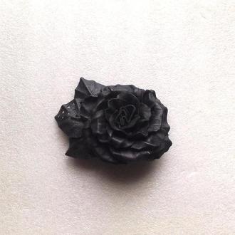 Брошь из кожи-роза