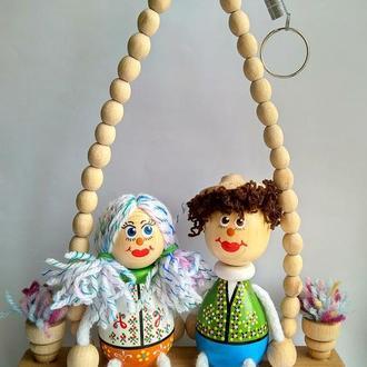 Куклы деревянные на качелях