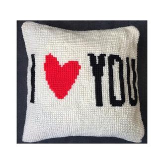 """Декоративная вышитая подушка """"I love you"""""""