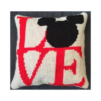"Декоративная вышитая подушка ""Love"""