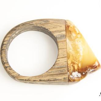 Янтарное кольцо с деревом дуб / Размер 17,5