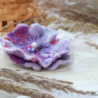 Квітка брошка валяна фіолетова ексклюзивний аксесуар стильний подарунок ручна робота войлок