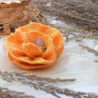 Квітка брошка валяна жовта шерсть ексклюзивний аксесуар стильний подарунок ручна робота войлок