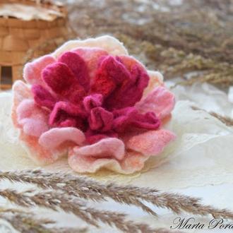 Брошка квітка піон валяна бірюза шерсть ексклюзивний аксесуар стильний подарунок ручна робота войлок