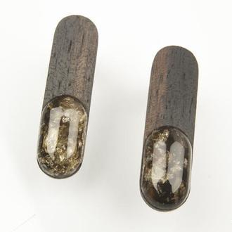 Янтарные серьги на черном тропическом дереве ( эбен ), с серебряными застежками