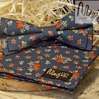 Набор тканевой бабочки с нагрудным платком темно-синего цвета в цветочный принт Классик1
