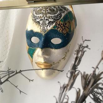 Декоративная веницианская карнавальная маска