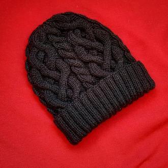 Черная шапка с крупными косами