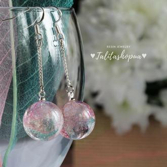 Нежно розовоые серьги на цепочке из эпоксидной смолы