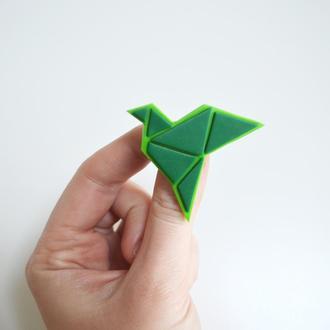 Значок - брошь оригами. Оригинальный подарок.