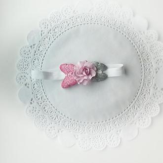 Детская повязка на головус розой и бабочками.