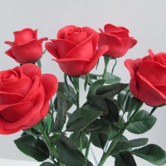Красные розы из холодного фарфора.