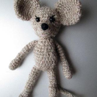 Мышка серая - вязаная игрушка амигуруми