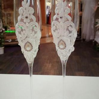 Бокали декоровані розкішним мереживом