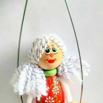 Куколка в красном платьице