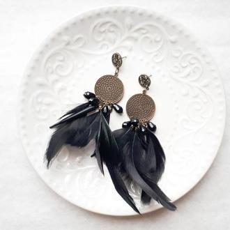 Серьги с черными перьями и хрусталем