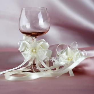 Украшение-бантики для свадебных бокалов